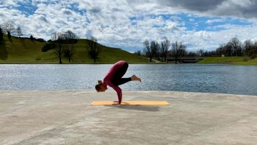 Twist and Fly: YOGAMOUR 112