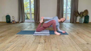 YOGAMOUR 122: Yin Yoga 12